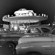 Kaiser-Frazer Showroom  Broadway and W. MacArthur Blvd.  1940s Retro Cars, Vintage Cars, Used Car Lots, Small Luxury Cars, Old Gas Stations, Classic Paintings, Vintage Bicycles, Car Car, Old Cars
