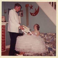 Little did Clark know that Minnie had thirty-eight boxed corsages from other potential suitors hidden under her mega-fluffy skirt. Uk Fashion, Girl Fashion, Vintage Fashion, Ladies Fashion, Fashion Trends, Vintage Photographs, Vintage Photos, Flower Girl Dresses, Prom Dresses