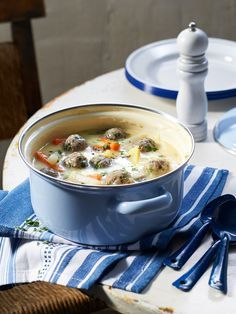 Kohlrabi cream soup with meatballs from evalima A Food, Good Food, Food And Drink, Yummy Food, Paleo Recipes, Soup Recipes, Dinner Recipes, Paleo Soup, Ovens