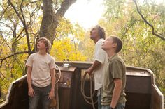 Directed by Jeff Nichols. With Matthew McConaughey, Tye Sheridan, Jacob Lofland, Sam Shepard. Two young boys encounter a fugitive and form a pact to help him evade the vigilantes that are on his trail and to reunite him with his true love. Good Movies To Watch, Great Movies, New Movies, Movies And Tv Shows, Drama Movies, Jacob Lofland, 20 Feet From Stardom, Jeff Nichols, Baddies