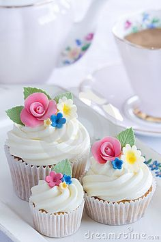 Flower Cupcakes Stock Photos - Image: 13349353