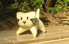 Hæklet kat - gratis opskrift fra Ravelry: http://www.ravelry.com/patterns/library/crochet-kitten
