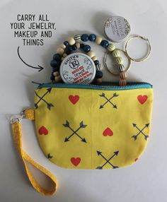 DIY photo tutorial to make half circle zip pouch with free pattern