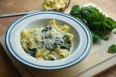 Minden bizonnyal az egyik leggyorsabb, legegyszerűbb tavaszi tészta! Tortellini, Ravioli, Meat, Chicken, Recipes, Food, Minden, Mascarpone, Lasagna