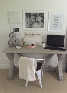 Best Farmhouse Home Office Design Ideas Home office space DIY Farmhouse desk Gray washed stain Cozy Home Office, Home Office Space, Home Office Design, Office Spaces, Work Spaces, Office Playroom, Office Decor, Office Ideas, Ikea Office