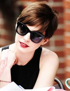 Anne Hathaway's lovely pixie haircut