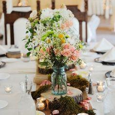 Mason Jar centerpieces - weddinggawker.com