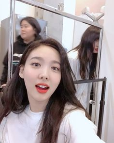 Twice-Nayeon & Momo 181109 Kpop Girl Groups, Korean Girl Groups, Kpop Girls, K Pop, Bts Kim, Nayeon Twice, Twice Once, Twice Kpop, Im Nayeon