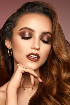 Pretty And Simple Makeup Looks For Any Season; Makeup Looks; Pretty Makeup Looks; Simple Makeup Looks; Pretty Makeup, Simple Makeup, Amazing Makeup, Prom Makeup Looks, Gorgeous Makeup, Beauty Makeup, Eye Makeup, Makeup Art, Loose Pigments