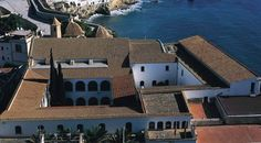 Vista del Ayuntamiento emplazado en el refectorio del antiguo convento de Santo Domingo ©Turespaña