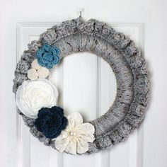 Crochet this quick and easy Fall inspired wreath for your front door. ooh, thanks so xox ☆ ★ https://www.pinterest.com/peacefuldoves/