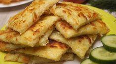 Clătitele leneșe de cartofi reprezintă un deliciu perfect pentru micul dejun. Din cele mai simple ingrediente și într-un timp record obțineți un fel de mâncare sățios, rumen și aromat. Aceste clătite se obțin mult mai gingașe, fine și gustoase decât tocineii. Serviți-le cu smântână sau sosul preferat și surprindeți-i pe cei dragi cu un deliciu special. INGREDIENTE – 3 cartofi (aproximativ 400 g) – 2 ouă – 1/3 linguriță de sare – piper negru măcinat – ulei vegetal pentru prăjire… Medvedeva, Supper Recipes, Potato Dishes, Russian Recipes, Breakfast Recipes, Sweet Tooth, Good Food, Brunch, Food And Drink