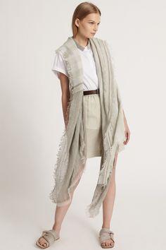 Fabiana Filippi Damen Strickponcho mit Streifen Beige | SAILERstyle Kimono Top, Shirts, Tops, Women, Fashion, Ponchos, Italian Designers, Linen Fabric, Stripes