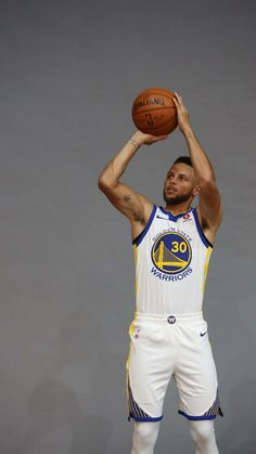 Basketball For Sale Product Stephen Curry Family, The Curry Family, Nba Stephen Curry, Curry Basketball, I Love Basketball, Basketball Pictures, Basketball Funny, Basketball Shoes, Nba Players