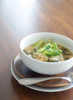 Salsa Verde Chicken, White Bean, and Kale Soup - crock pot and freezer-friendly!