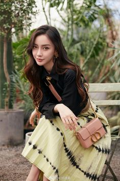 China Entertainment News: Angelababy poses for photo shoot Beautiful Chinese Women, Beautiful Girl Image, Beautiful Asian Girls, Pretty Korean Girls, Korean Beauty Girls, Asian Beauty, Poses For Photos, Girl Photos, Women In China