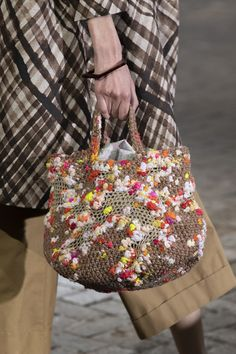 Daniela Gregis at Milan Fashion Week Spring 2020 - Daniela Gregis at Milan Fashion Week Spring 2020 – Details Runway Photos Informations About Daniel - Crochet Handbags, Crochet Bags, Fashion Now, Fashion Bags, Lv Bags, Purses And Bags, Diy Purse, Milan Fashion Weeks, Knitted Bags