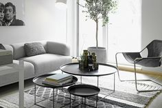 18 Fascinating Living Room Designs With Modern Round Coffee Table - FEEL
