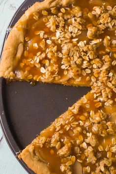 Peanut Butter Apple Pie Cookie Pizza is an easy dessert recipe for peanut butter lovers.A peanut butter cookie crust is topped with apple pie filling, peanut butter oat crumble and drizzled with caramel syrup. Apple Pie Recipe Easy, Apple Pie Recipes, Apple And Peanut Butter, Peanut Butter Desserts, Almond Butter, Cookie Pizza, Cookie Crust, Cookie Bars, Apple Pie Cookies