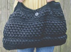 Opskriften er designet af Shirley and Eadie http://shirleyandeadie.blogspot.dk/2014/07/the-perfect-crocheted-little-black-bag.html?m=...