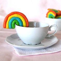 #tbt Receita que foi feita nas férias escolares de 2009, na tentativa de entreter a criançada - biscoitos de massinha! Coloquei o link clicável na bio pra vocês ta?  #cookies #foodblog #receita #yum #yummy #encontrandoideias #mae_festeira #weshareideas #f52grams #feedfeed #buzzfeast #sweettreat #sweet #delicious #instagood #foodgawker #rainbow #entrenafesta #dentrodafesta #festejarcomamor