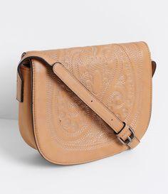 31e095cdb Bolsa feminina Modelo transversal Com textura Marca: Satinato Material:  sintético Composição: 100%