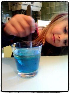 Expérience scientifique avec de l'eau, de l'huile et du liquide vaisselle – Mes humeurs créatives by Flo