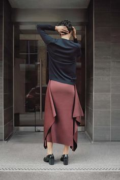 COS is a contemporary fashion brand offering reinvented classics and wardrobe essentials made to last beyond the season, inspired by art and design. Feminine Tomboy, Dress And Heels, Contemporary Fashion, Simple Style, Knit Dress, Fashion Brand, Passion For Fashion, Spring Fashion, Midi Skirt