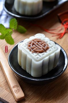 red bean moon cake   Taiwanese food #recipe in Chinese 紅豆沙冰皮月餅