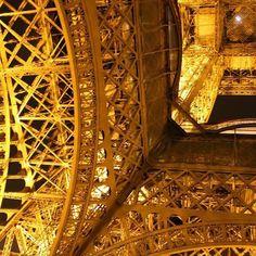 #eiffeltower #Paris #france #trip #traveling #travel #tripadvisor #melhoresdestinos #madutrip by madu.trip