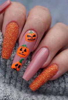 Check out to see what coffin shaped nails or ballerina nails look like, and find 65 inspiring images of coffin nail designs to try! Holloween Nails, Cute Halloween Nails, Halloween Acrylic Nails, Fall Acrylic Nails, Halloween Nail Designs, Halloween Makeup, Halloween City, Halloween College, Halloween Office