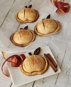 Jabłka w cieście francuskim Confectionery, Food Hacks, Sweet Tooth, Good Food, Food And Drink, Sweets, Snacks, Cookies, Baking