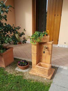 Fontanella da giardino modello: fonte antica, color mattone, località: Sacile (Pordenone)