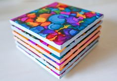 25 Easy-to-Make DIY Coasters These coasters are absolutely stunning and hand designed using alcohol ink. If you're artistic in spirit, this DIY may be right for you. {found on My Good Morning} Alcohol Ink Tiles, Alcohol Ink Crafts, Alcohol Inks, How To Make Coasters, Diy Coasters, Ceramic Coasters, Table Coasters, Photo Coasters, Fabric Coasters