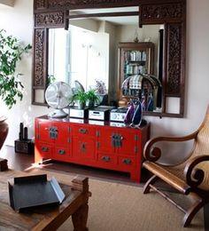 Espacios cool. En la decoración oriental de procedencia china, son muy comunes los muebles en color rojo, ya que para la cultura china es un color de buena suerte que aporta vitalidad y felicidad en la vida.