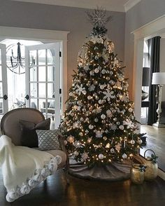 25 beautiful rustic christmas tree decoration ideas 30 - Home Decor Interior Rose Gold Christmas Decorations, Elegant Christmas Trees, Silver Christmas Tree, Christmas Tree Themes, Rustic Christmas, Christmas Home, Christmas Mantles, Christmas Villages, Victorian Christmas