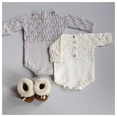 Pattern on PDF Size: y Yarn: Pickles garn, Angora Yarn amount: gram Needles: Circular neele 4 mm. Knit pattern from paelas Knitting Patterns Boys, Baby Boy Knitting, Knitting For Kids, Knitting Projects, Knitted Baby Blankets, Knitted Throws, Winter Newborn, Baby Barn, Romper Pattern