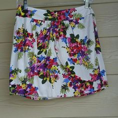 Floral skirt Bright floral print skirt zipper down back. Open flaps on front. 100% rayon. ezra Skirts Mini