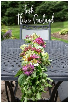 Make a beautiful fresh flower garland for your outdoor patio. #flowercrafts #flowergarland #floral