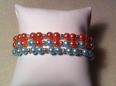 ~~Ce bracelet sobre et élégant sera parfait pour accompagner vos tenues de tous les jours. Unique et original, ce bracelet de 18cm apportera une touche de couleur et de soleil à votre poignet. MATERIAUX: -Perles bleues claires de 6mm -Perles saumons de...