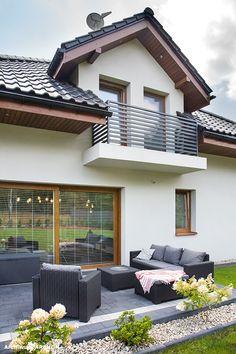 Flat House Design, Bungalow Haus Design, Minimal House Design, House Outside Design, House Design Photos, Balcony Railing Design, Fence Design, Patio Design, Garden Design