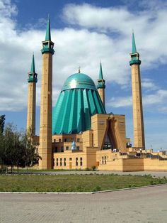 Mashkhur Zhusup Mosque in Pavlodar, Kazakhstan. A multiplicity of minarets and possibly the final resting place of Darth Vader Mosque Architecture, Sacred Architecture, Religious Architecture, Beautiful Architecture, Beautiful Buildings, Architecture Design, Temples, Beautiful Mosques, Kazakhstan Travel