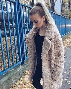 Slovenská raperka SIMA potešila zraky všetkých mužov: Takéto telo skrýva pod šatami! Fur Coat, Vest, Scene, Jackets, Fashion, Down Jackets, Moda, Fur Coats, Jacket