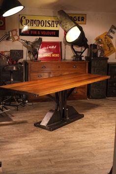 table industrielle dessus bois pied fonte ancienne