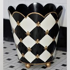 Jayes Black/Gold Fleur-de-lis waste basket.Beautiful even if it is not Mackenzie..
