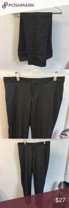 Banana Republic pants, Ryan fit, size 6. Banana Republic pants, Ryan fit. Herringbone grey pattern. Lightweight, not lined. Perfect condition. Only worn a few times. Banana Republic Pants Trousers
