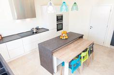 Amenajari bucatarii. Ce spun clientii Kuxa Home Fashion, Storage, House Styles, Table, Furniture, Home Decor, Homemade Home Decor, Larger, Mesas