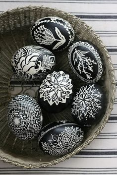 Black and White Easter Eggs - 80 Creative and Fun Easter Egg Decorating and Craft Ideas - Beautiful Diy Crafts Egg Crafts, Easter Crafts, Arts And Crafts, Easter Ideas, Easter Art, Easter Candy, Easter Decor, Art D'oeuf, Ukrainian Easter Eggs