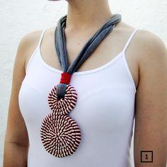 colar artesanal de malha com design oito