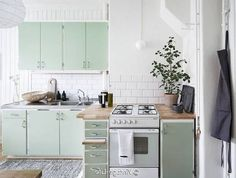 Desain Dapur Sederhana Tanpa Kitchen Set Yang Sedang Tren - dizeen Kitchen Sets, Kitchen Cabinets, Tips, Home Decor, Diy Kitchen Appliances, Decoration Home, Advice, Room Decor, Kitchen Base Cabinets